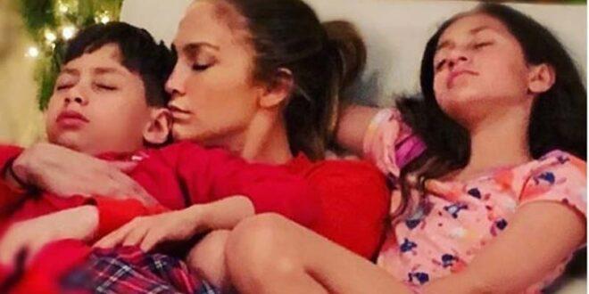 Η τρυφερή στιγμή με την κόρη της
