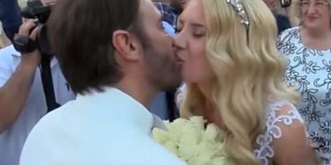 Η εντυπωσιακή νύφη και οι 4 κουμπάροι